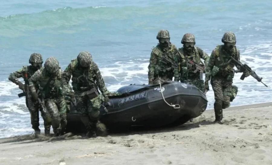 杏悦,台海军杏悦水深仅15米但士兵瞬间呛水图片