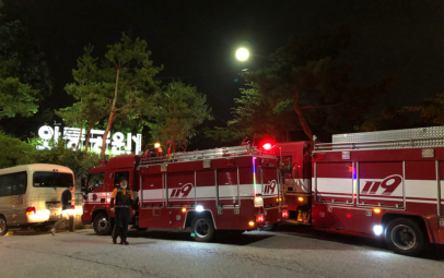 △9日晚,卧龙公园的搜救人员