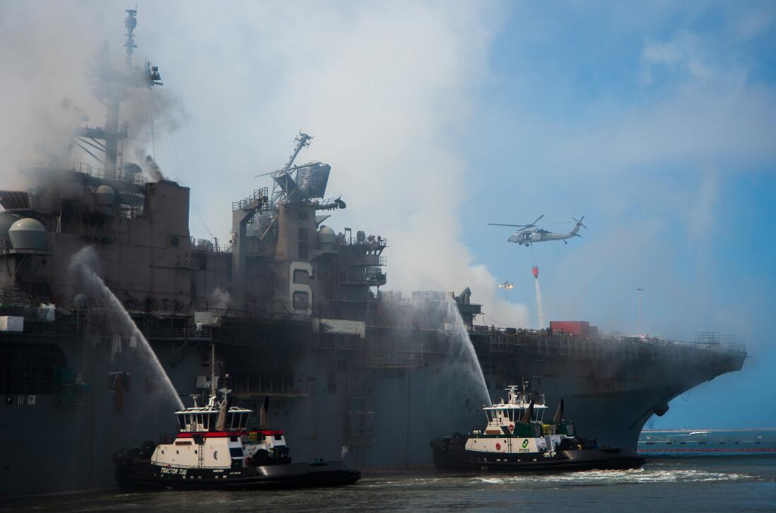 美军准航母大火让舰员损失惨重,民众看不下去了……