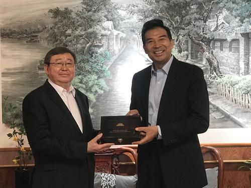 外交部副部长罗照辉会见蒙古国离任驻华大使冈呼雅格