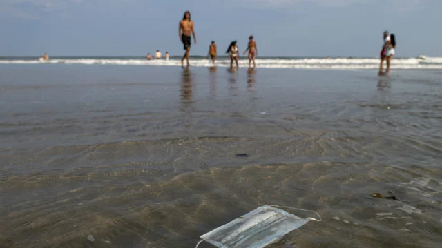 美长滩岛20名救生员感染新冠病毒 所在州死亡病例呈上升态势