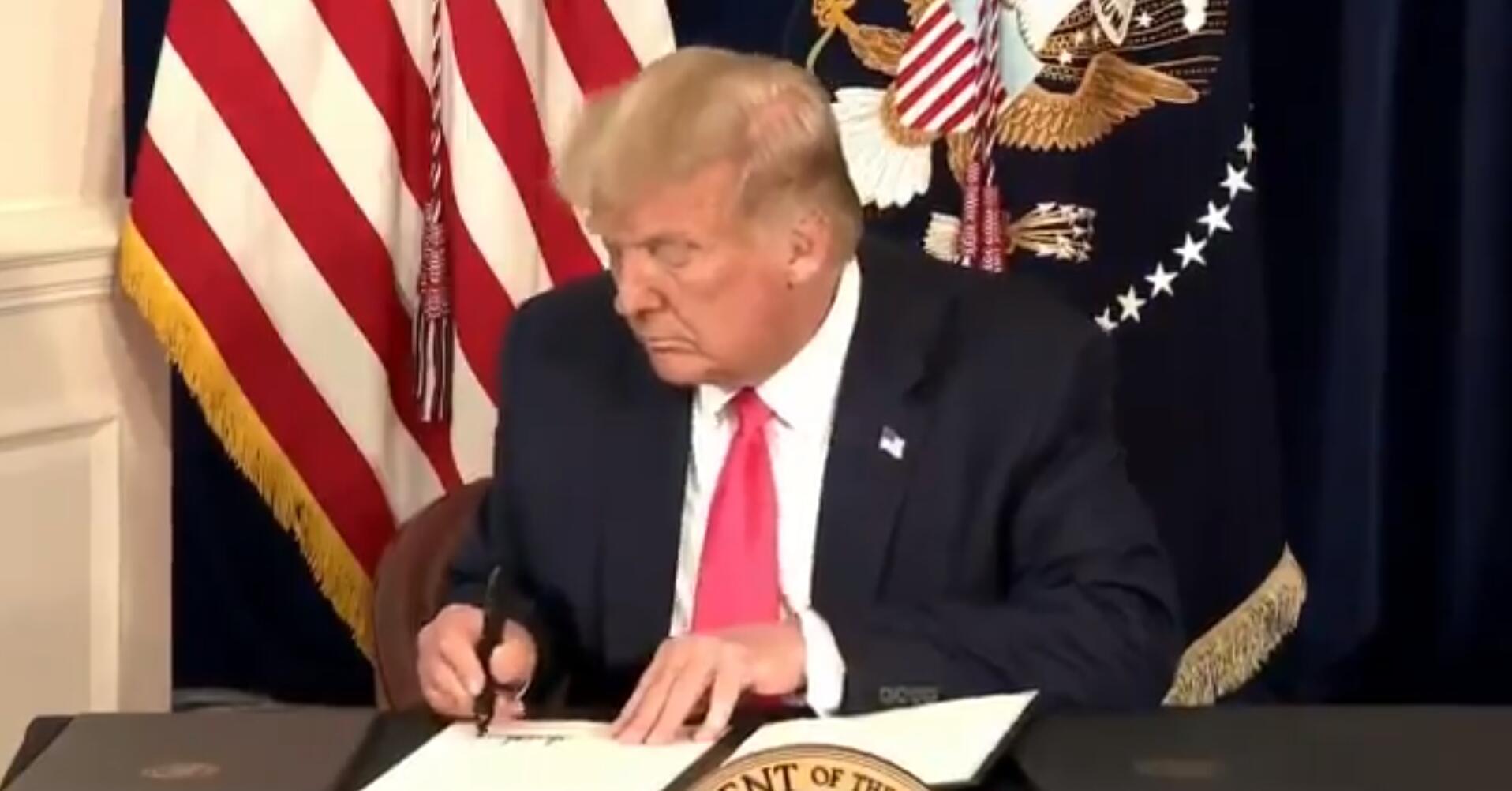 特朗普签署相关行政令 视频截图