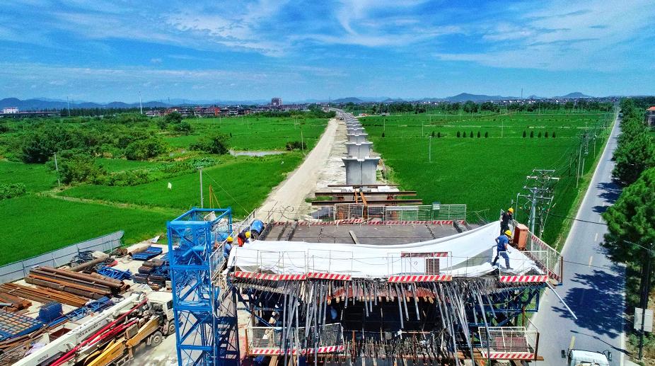 余杭特大桥(32+48+32)m连续梁0#段正在浇筑施工
