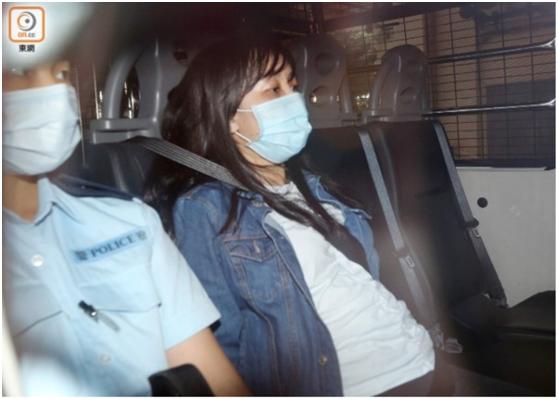 涉案的香港入境处女职员(右)