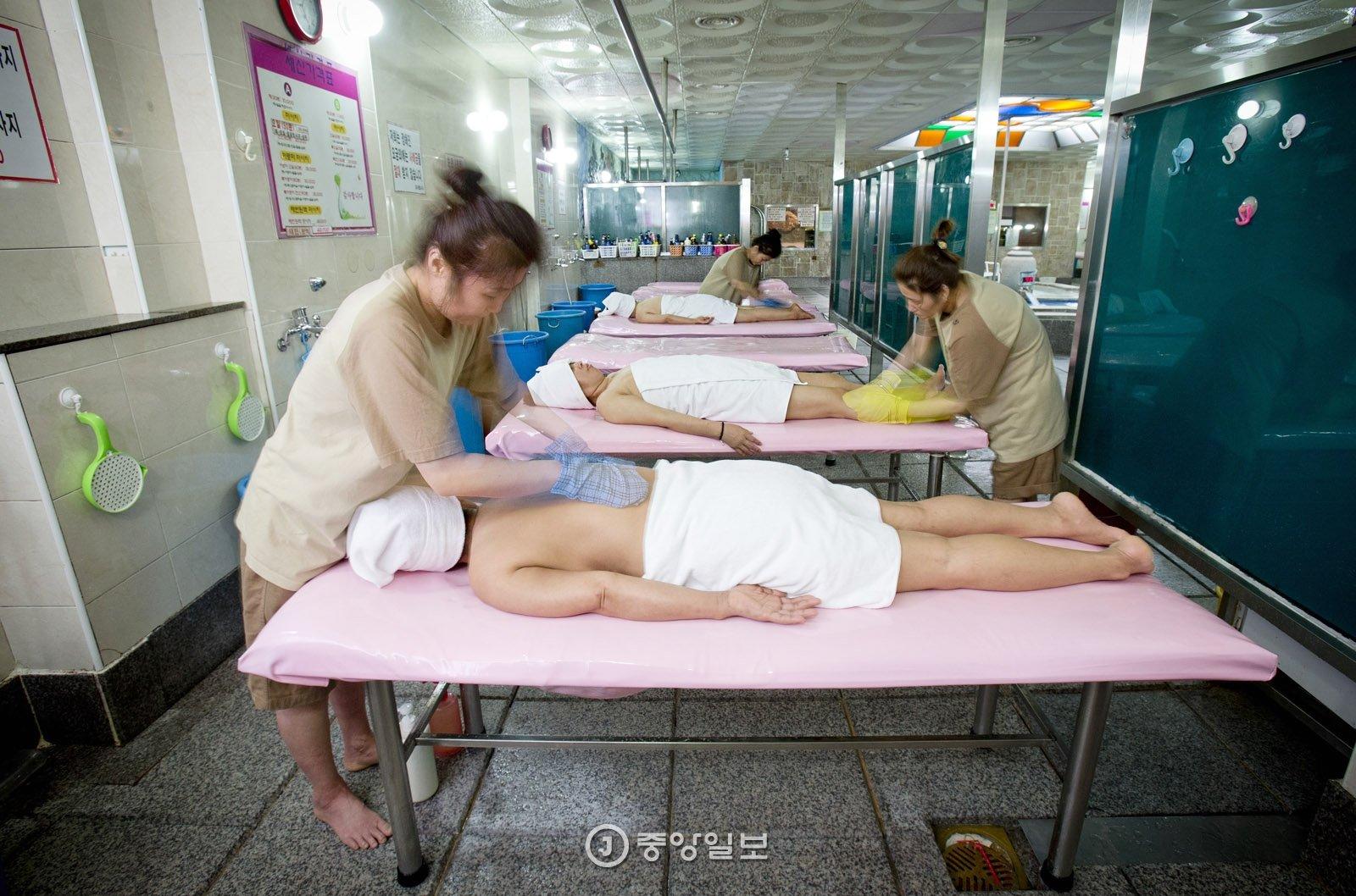 韩国一女搓澡师确诊:有症状仍工作 接触1500多人