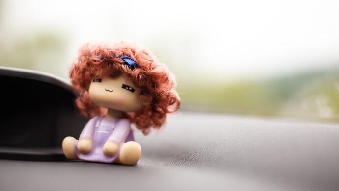 车厢外粘贴玩偶也违法?上海交警:妨碍安全行车,记2分并处罚款200元图片