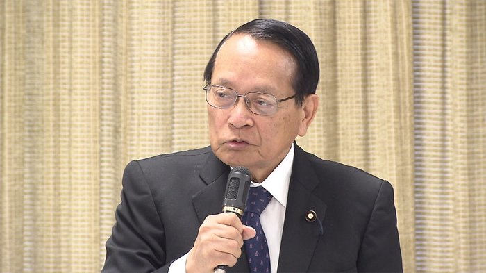 复兴相平泽胜荣,75岁,在东京大学就读时曾担任安倍的家庭教师