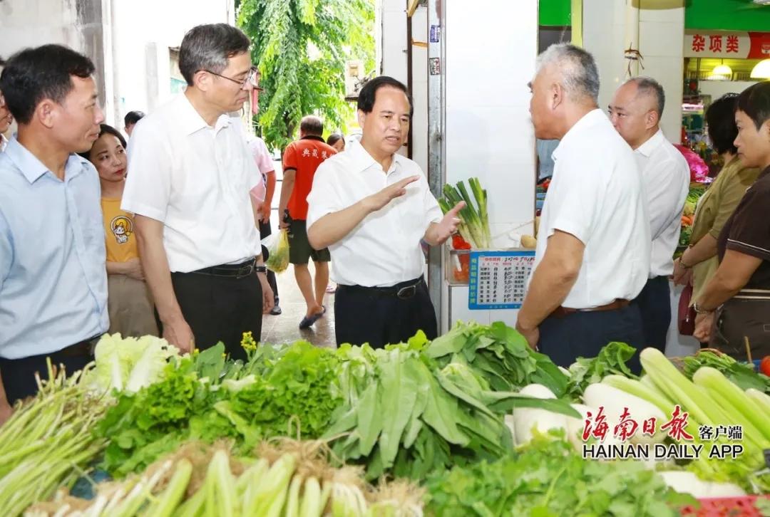 刘赐贵:坚持人民至上把人民利益时时刻刻放在心上 让百姓在海南自贸港建设中有获得感幸福感图片