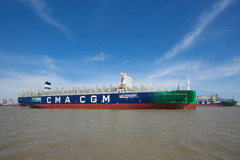 中国船舶造全球首艘23000TEU双燃料动力集装箱船交付图片