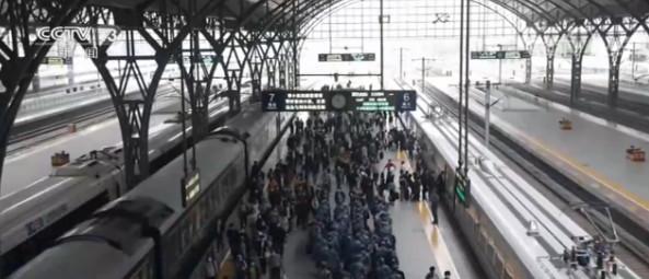 假期出行 铁路民航部门采取多项措施确保旅客出行图片