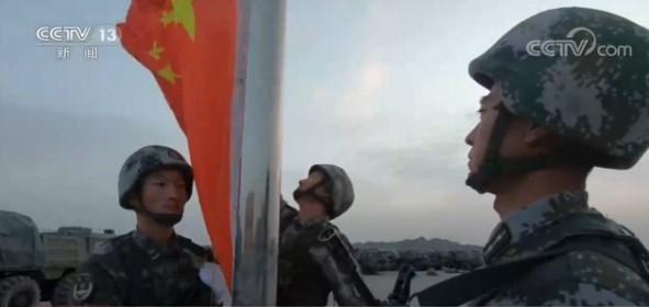 部队官兵在战位祝福祖国图片