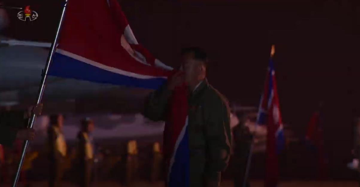 朝鲜空军战机受阅 7架米格-29组编队(图)