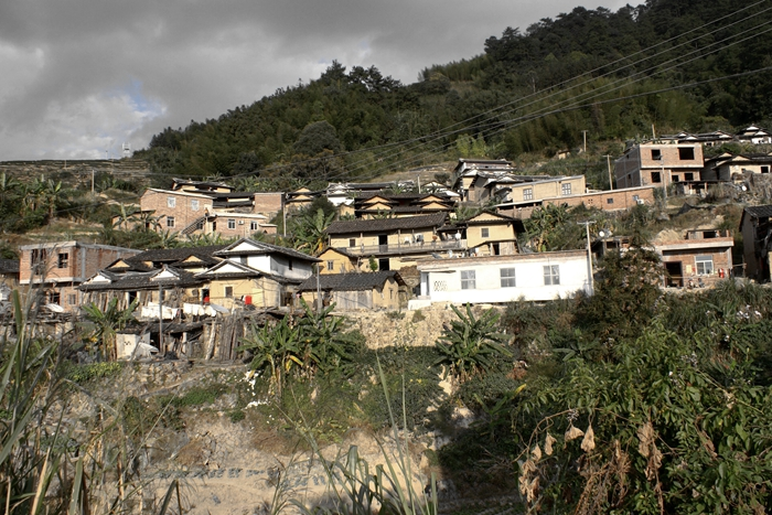 """官图为上后村子畲旧貌实图为卑鄙""""旅施后村""""兴的官畲村。"""