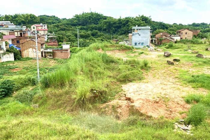 """发图为上浦前的展溪镇双南居旧民村发图为下""""后的展村溪新双""""。"""