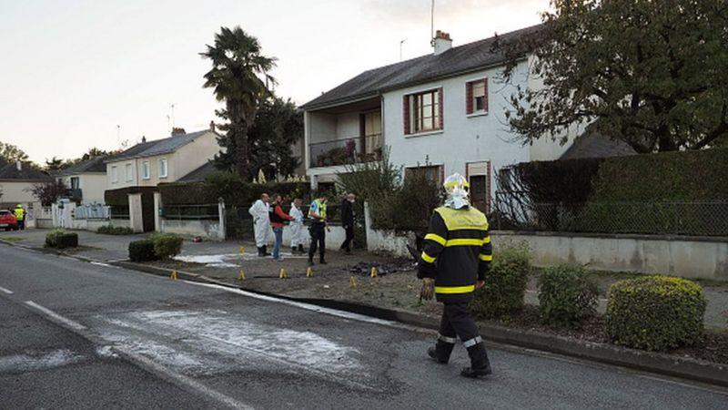 法国2架飞机相撞后坠入居民区 已致5人死亡