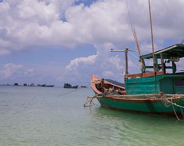 受大风影响 广东海域所有渔船12日中午前须回港避风图片