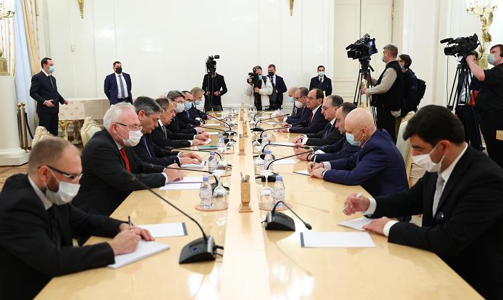 俄罗斯外长与亚美尼亚外长在莫斯科举行会谈