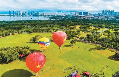 国庆中秋假期旅游和消费掀热潮 中国双节黄金周重现繁荣景象
