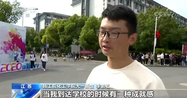 江苏:大一新生骑行三百公里到大学报到图片