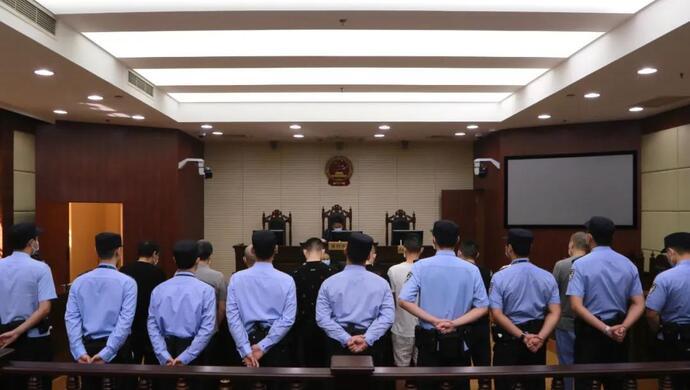 故意引诱有房产的上海人去赌博,沪一恶势力团伙被端,主犯获刑20年图片