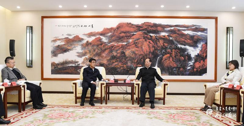 自治区政府与中国华能集团有限公司签署战略合作协议 石泰峰布小林见证签约并会见舒印彪图片