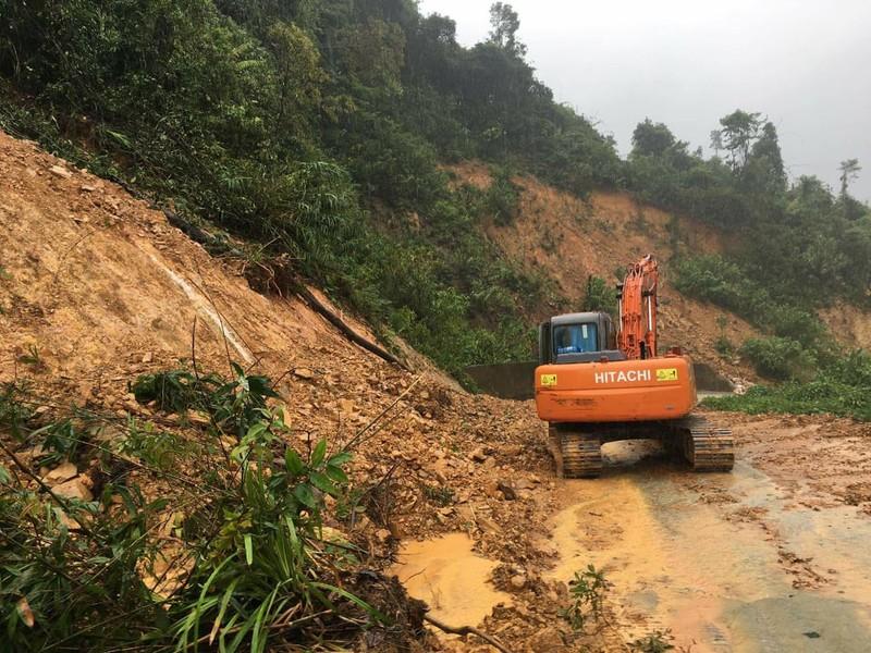 越南顺化发生山体滑坡事故 13人失联