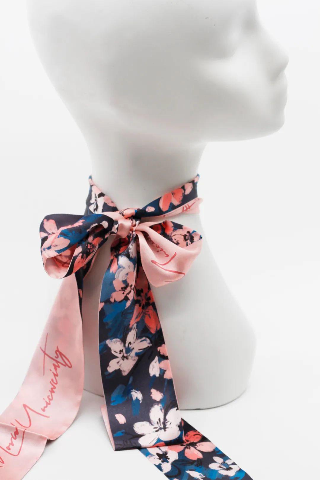 ▲ 樱花窄丝巾