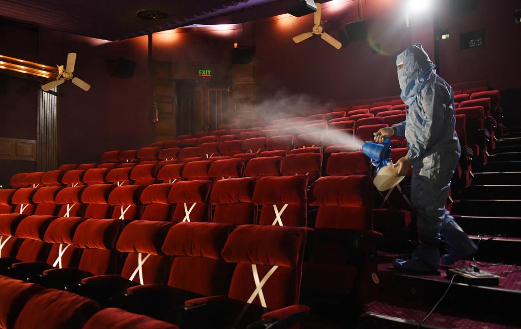 印度将在疫情中重启影院持续进行消杀防疫准备