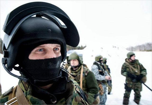 艺高人胆大!苏-57飞行员无舱盖驾驶 真没防冻保护措施?