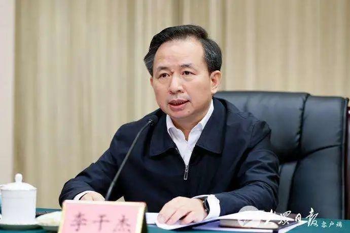 山东省委书记、省长先后赴青岛图片