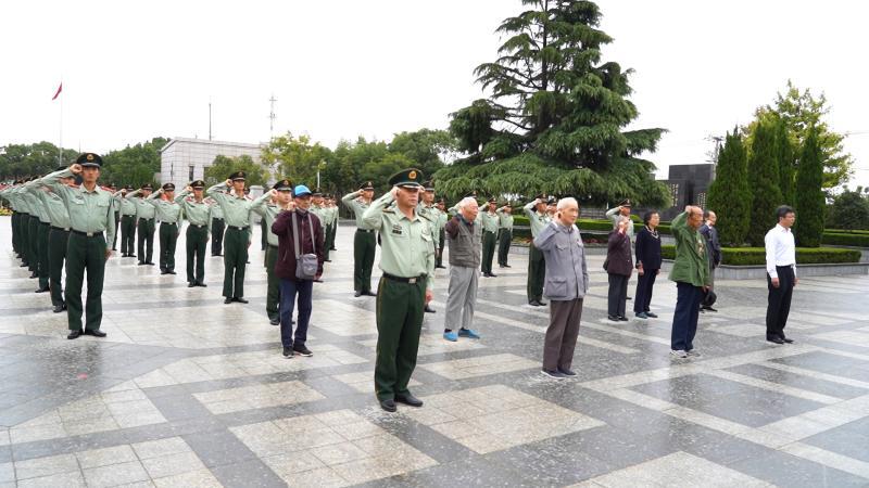 今天,七位抗美援朝老兵走进上海武警军营……