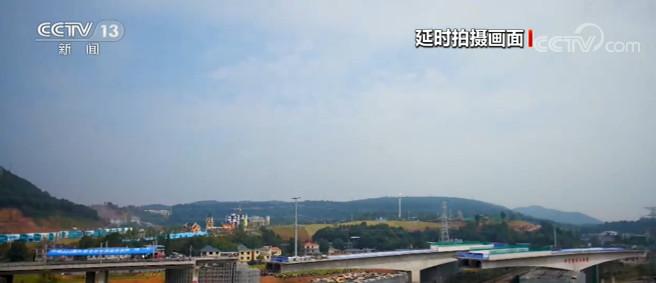 江西萍乡:中环北路涉铁桥成功转体图片