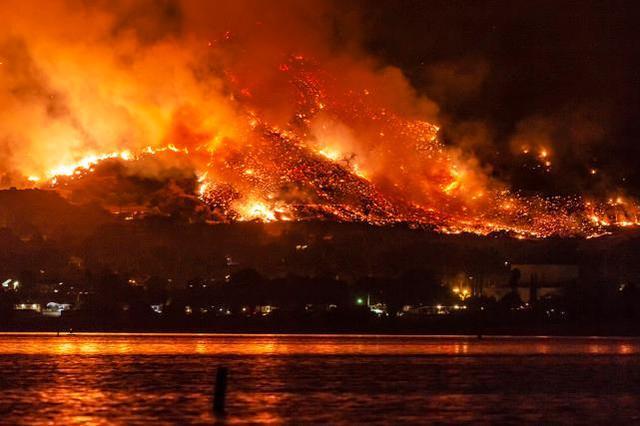 美媒:美国山火带来严重空气污染 受影响人口达3800万