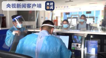 云南瑞丽向缅甸木姐捐赠核酸检测一体机等防疫物资 日检测量2000份图片