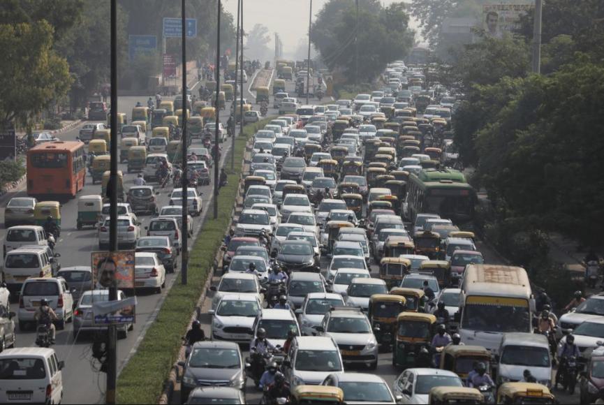 印度空气污染两年来最严重 居民家中自备氧气瓶