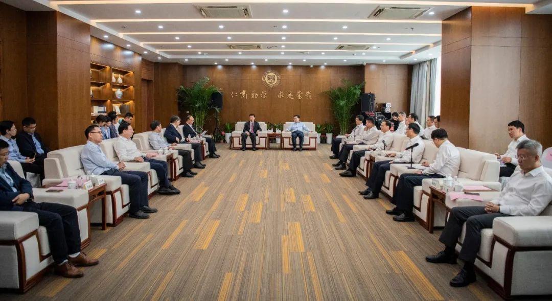 省委常委、市委书记陈伟俊看望温医大宋伟宏院士图片