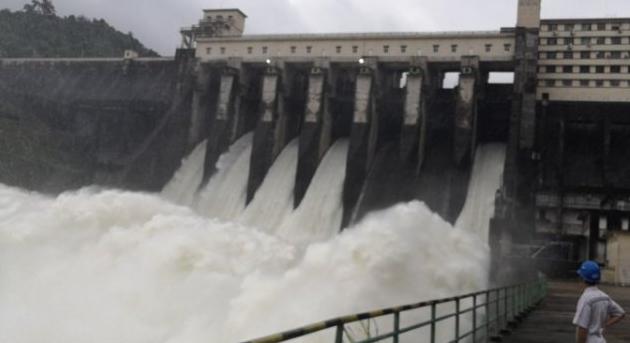海南琼海:强降雨水库水位上涨 牛路岭水库泄洪图片