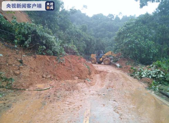 海南发布地质灾害气象风险三级预警 省道长英线出现一处塌方图片