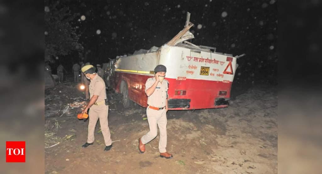印度北方邦发生交通事故 已致8死30伤