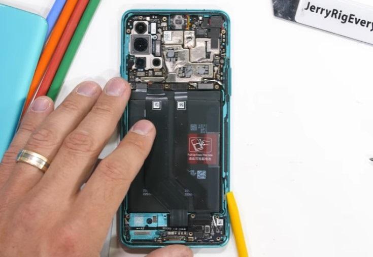 一加8T拆解:两块电池,内有大量导热膏