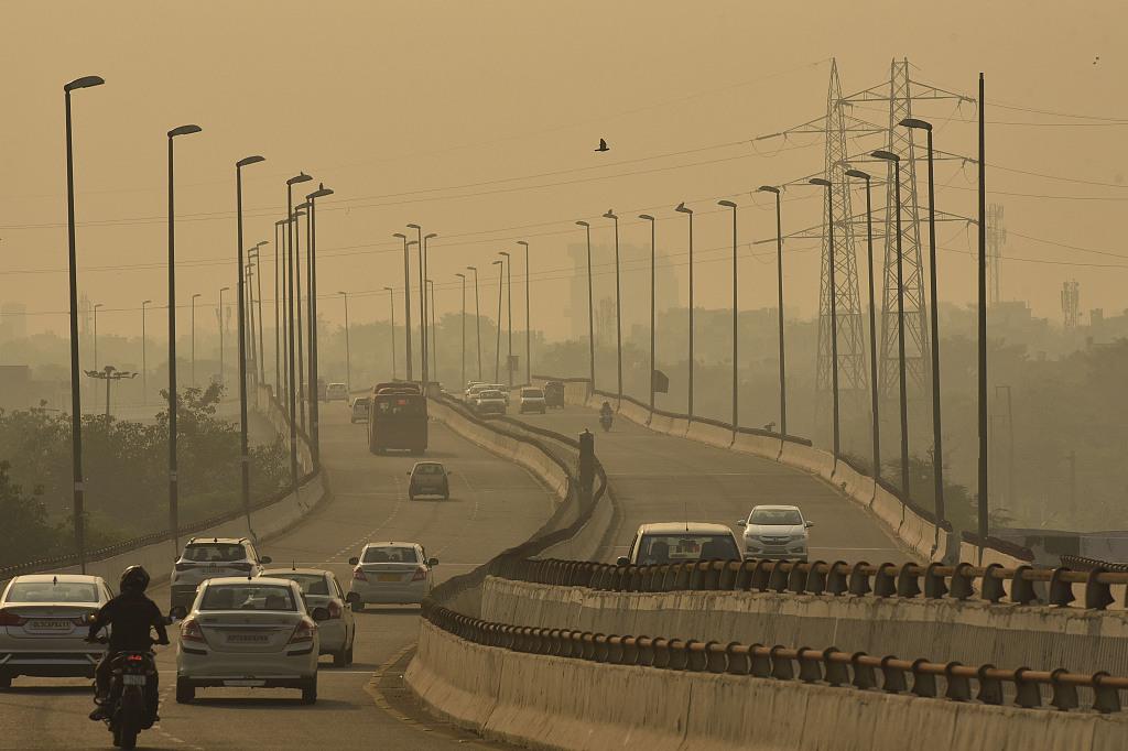 """空气污染警报传遍新德里印度防""""疫""""雪上加霜"""