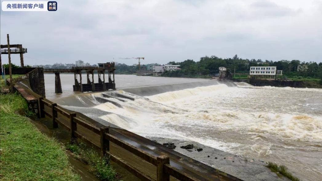 防御强降雨 海口15宗水库泄洪约88.5万立方米图片