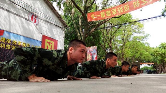 """开训!上海武警新兵迎来""""第一仗""""图片"""