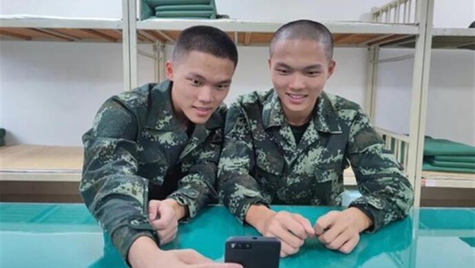 双胞胎同时当兵,还进了同一座兵营,是一种什么样的体验?图片