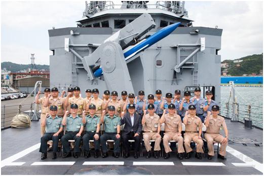 """台媒关注军队高层一南一北同时视察""""强化防御实力""""图片"""