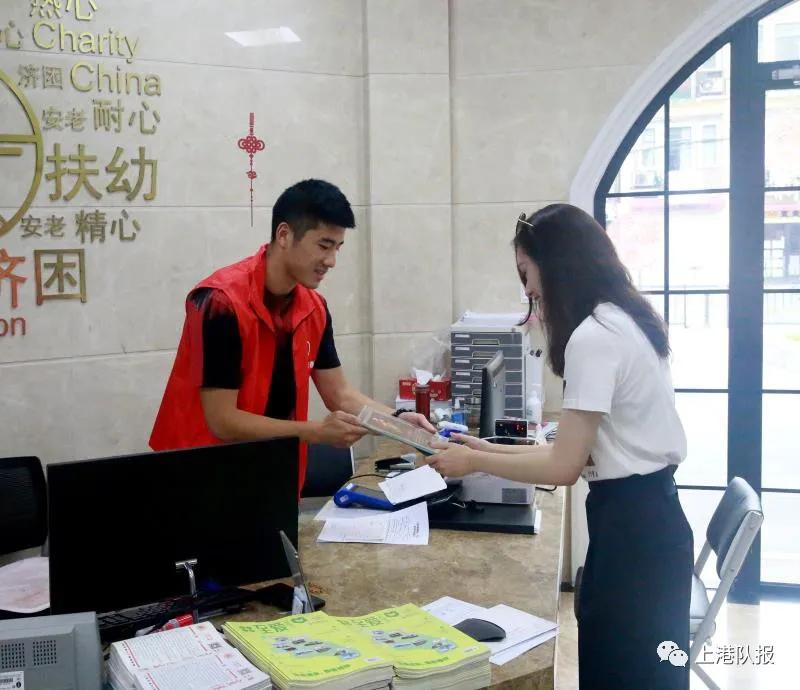 正能量!李圣龙担任慈善基金志愿者,并为贫困学生献爱心