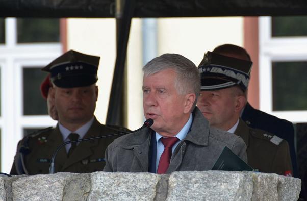 波兰众议院国防委员会主席确诊感染新冠病毒