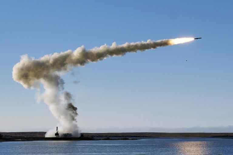 俄罗斯国防部公布在北极地区试射导弹视频