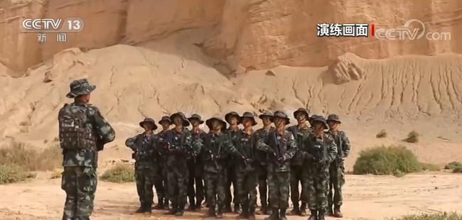 新疆:戈壁荒漠 特战队员实战对抗图片