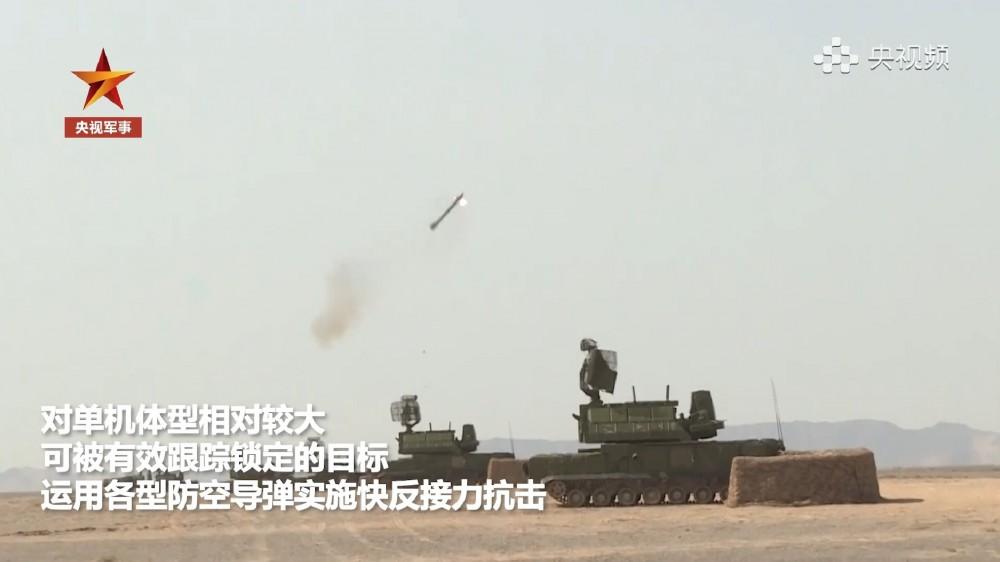 干扰枪导弹高炮一起上:解放军演练对抗无人机蜂群